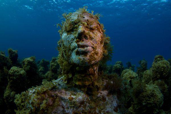 3-Isla-Mujeres-statue kozyndan