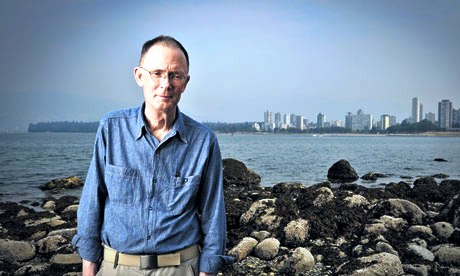 William-Gibson-on-a-beach-007