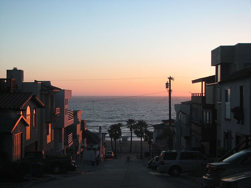 800px-Manhattan_Beach_houses
